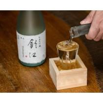 ozeki kimasu coupe pour saké en bois motif 1