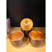 tasse à saké dorée à l'ntérieur